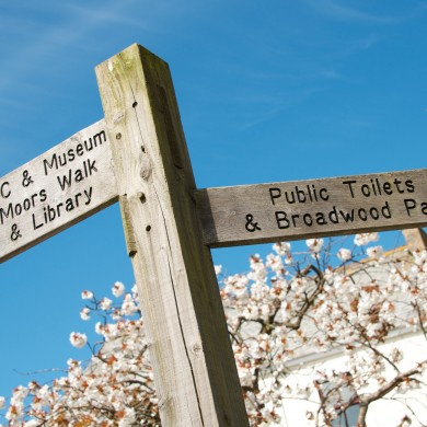 Signposts to places of interest in Camelford